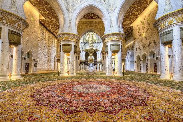 تحتوي هذه الصورة على سمة alt فارغة; اسم الملف هو 2-UAE-Carpet.jpg